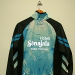 t-paidat, takit, fleecet, omalla painatuksella, brodeeraus, yritystekstiilit, mainostekstiilit